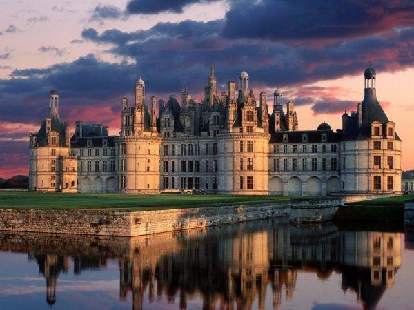 Francia es un país soberano miembro de la unión europea, con capital