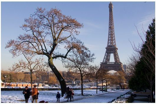 paris torre eiffel en invierno