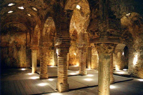 Baño Arabe Granada San Miguel:Los baños están separados en tres zonas fundamentales, como si de